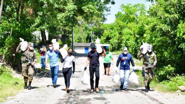 #AyudaALaPuertaDeTuCasa ANDA  entrega paquetes alimentarios en San Vicente