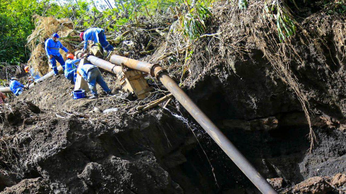 Inician trabajos de sustitución de tubería principal  dañada por un deslizamiento de tierras en finca El Quequeisque